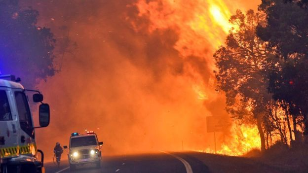 Australia Waroona fire threatens more towns after devastating Yarloop