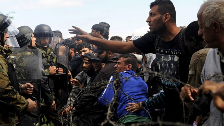 Greek police remove migrants from Macedonian border as more land in Piraeus