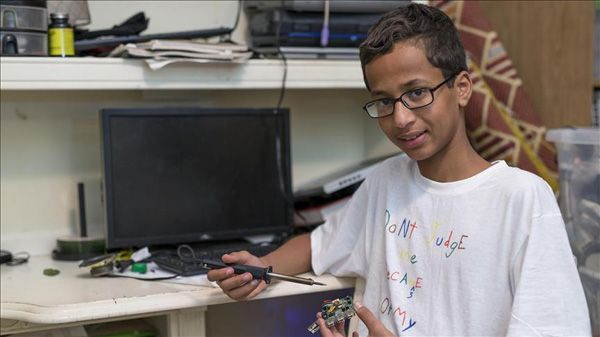 Family of US Muslim 'clock boy' files suit