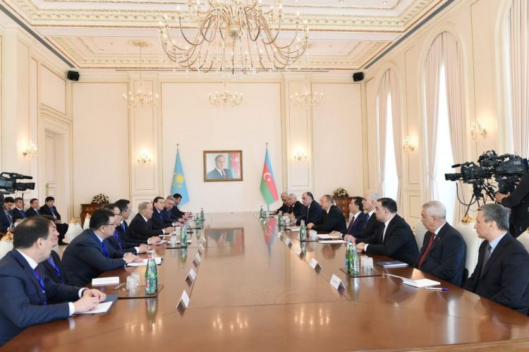 Azerbaijani, Kazakh presidents hold expanded meeting