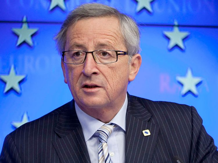 Juncker Wishes Macron Well for French Presidency Runoff