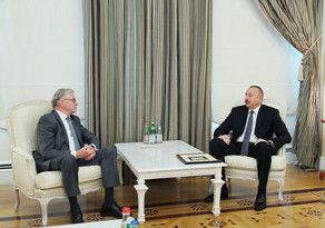 President Ilham Aliyev receives ex-president of Dutch Senate