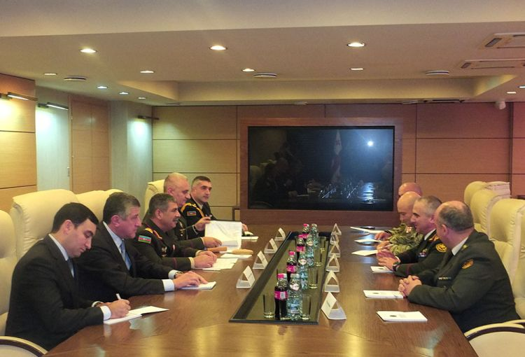 Azerbaijani, Georgian defense ministers discuss cooperation