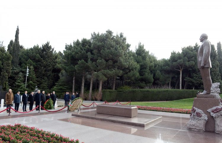 Turkish parliamentary delegation pays respect to national leader Heydar Aliyev and Azerbaijani martyrs